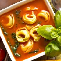 Olaszos paradicsomleves tortellinivel
