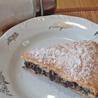 Ennél jobb nem történhet a cukkinivel: süssél belőle tökös-mákos pitét!
