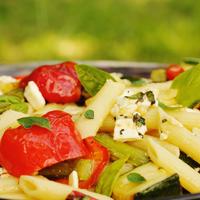 Zöldspárgás, feta sajtos penne - Lepirult, sült grillzöldségekkel