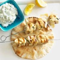 Görög, citromos csirkenyárs krémes tzatzikivel: grillezzünk, amíg lehet