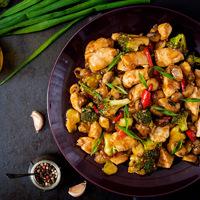 30 perces teriyaki csirkemell brokkolival és paprikával: amerikai verzió