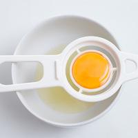 Nem tudtad, de szükséged van egy tojásszétválasztóra - Fura, de hasznos konyhai eszközök