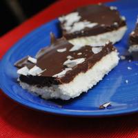 Sütés nélküli házi bounty: csak csoki és kókusz kell hozzá