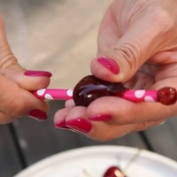 Szuper trükk: így magozd a cseresznyéd trancsír nélkül, hogy szép maradjon