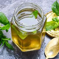 Házi mentaszirup 20 perc alatt: limonádék és koktélok legfinomabb alapja