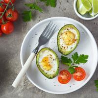 Szuperegészséges, karcsúsító reggeli: avokádóban sült tojás