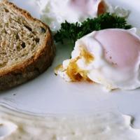 Így készül a spanyol sült tojás: belül puha, kívül ropogós lesz