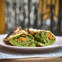 Ropogós és krémes zöldséggel töltött lepény - Nyáron tökéletes fogás