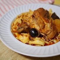 Az olaszok így készítik a csirkepörköltet: leomlik a hús a csontról