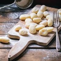 A nudli olaszul: gnocchi. Sósan, parmezánnal a legjobb