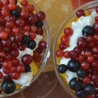 Mascarponekrém rengeteg friss gyümölccsel: cukormentes nyári desszert