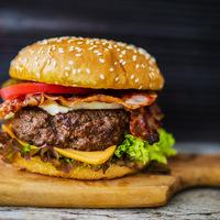 Egyél egy hamburgert és segíts valakin!  Sose volt ilyen finom a jótékonykodás