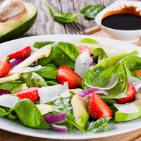 Ha az epret is diétásan ennéd, készíts belőle salátát
