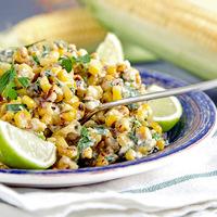 Nem mindennapi majonézes kukoricasaláta: lime, chili és feta sajt ízesíti