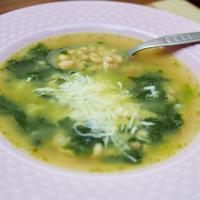 Pestóból leves 15 perc alatt? Fehérbabbal és spenóttal dúsítva nincsen nála jobb