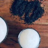 Játékos hamis kávé fekete szezámmagból: koffeinmentes kávépótló