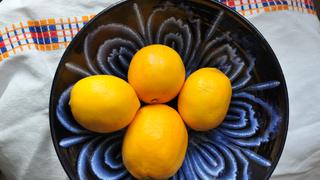 Kipróbáltuk az új trükköt: ki lehet facsarni a citromot anélkül, hogy felvágnánk?