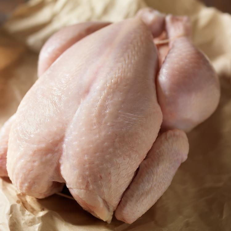 Hogyan szedjünk szét 5 lépésben egy egész csirkét anélkül, hogy széttrancsíroznánk?