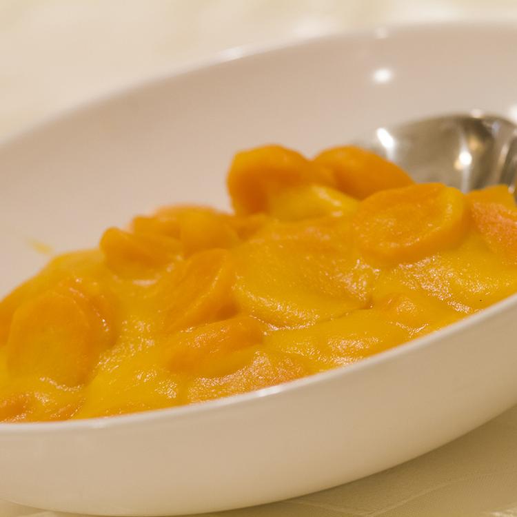 Mézes sárgarépa-főzelék liszt nélkül: felejtsd el a menzás ízt és emlékeket