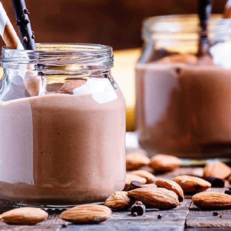 Krémes banános-mandulás smoothie - Valódi kakaóbabbal és selymes mandulavajjal