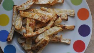 Krumpli helyett: ropogós sült zellert sütöttünk