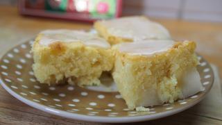 Mennyei fehér csokis, körtés süti: lehetetlen abbahagyni, annyira finom