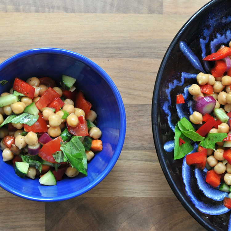 Gyors, egyszerű, laktató csicseriborsó-saláta: a legjobb munkahelyi ebéd