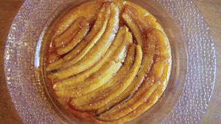 Karamellás, fordított banántorta - A klasszikus Tarte Tatin megúszós verziója