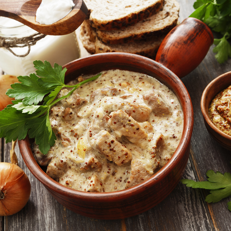 Mézes-mustáros csirkemellfalatok tejszínes mártásban: ennél jobbat nem kívánhat magának csirkemell