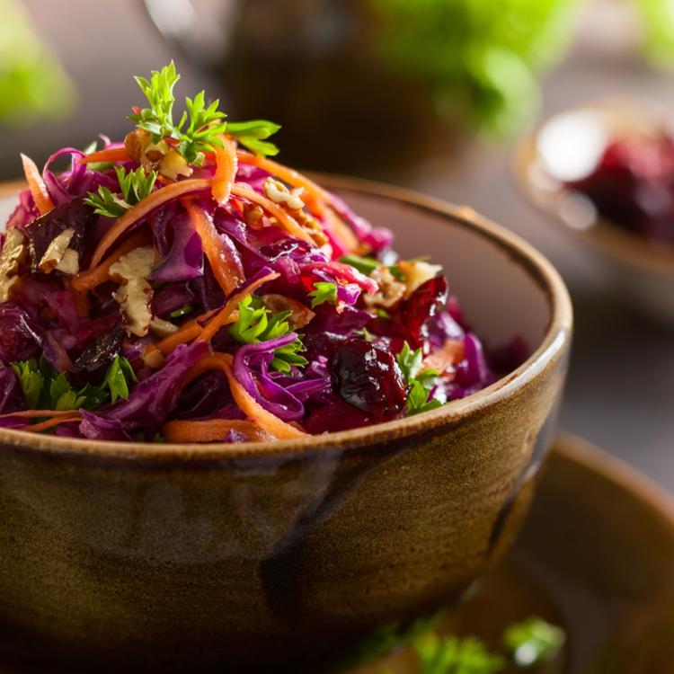 Őszi Coleslaw-saláta, mert ilyenkor még az ételünk is színpompás