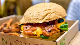 Műhúsból készült vegán hamburgert kóstoltunk: ezek a tapasztalatok