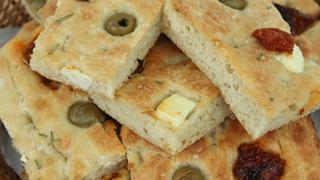 Szárított paradicsomos, feta sajtos focaccia: egyszerű, mégis különleges