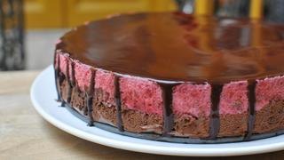 Csokoládékrémes-málnahabos torta kakaós tükörglazúrral