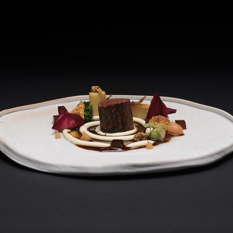 Egészben sült báránygerinc, ahogy Sárközi Ákos Michelin csillagos séf csinálja