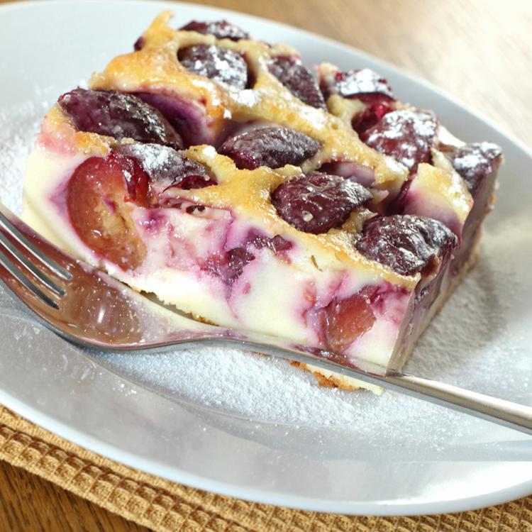 Lágy, remegős tejpite lédús, édes szilvával: könnyed nyári finomság