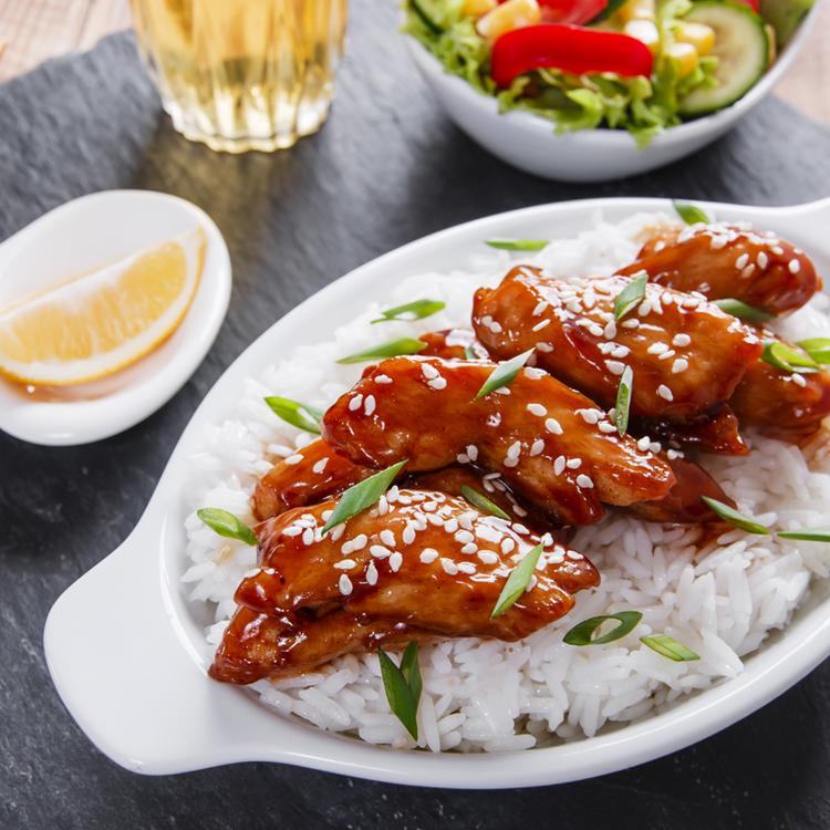 Ragacsos, szójaszószos csirkefalatok - Kínai vacsora 15 perc alatt