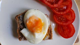 Buggyantott tojás a mikróban: kipróbáltuk, hogy működik-e