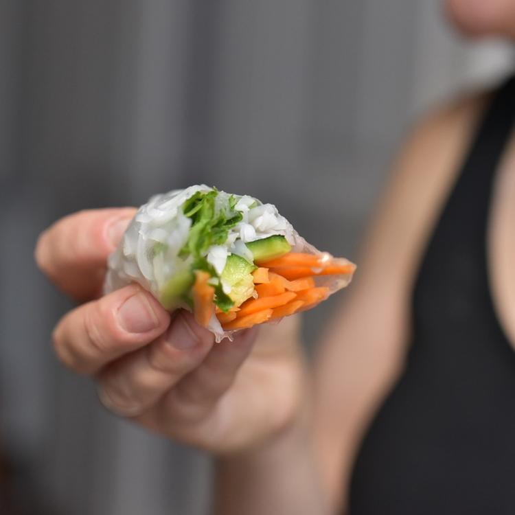 Szereted a vietnámi nyári tekercset, de félsz a rizslaptól? Így kell használni