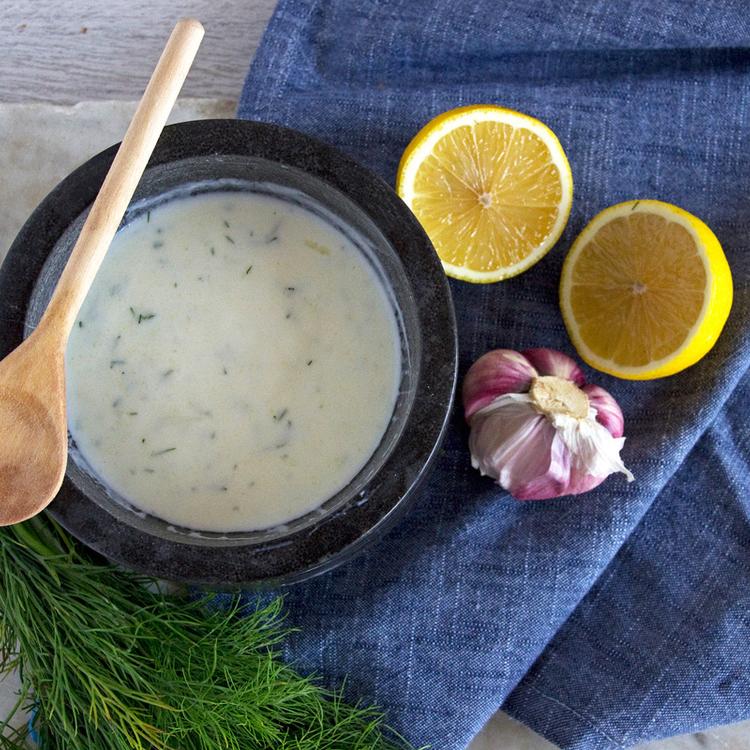 Lágy és krémes kapros-joghurtos öntet - Kötelező alaprecept kaporrajongóknak