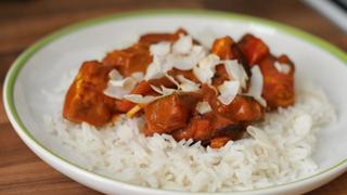 Házi indiai sajt zöldséges-paradicsomos mártásban: Paneer Tikka Masala