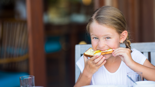 Miért kennek mindenre margarint a menzán? Nem csak az a baj vele, hogy nem finom