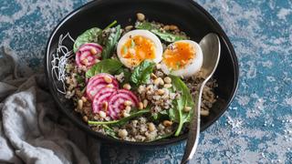 Frissítő quinoa-saláta tavaszi zöldekkel - Feltölti a kimerült vitaminraktárakat