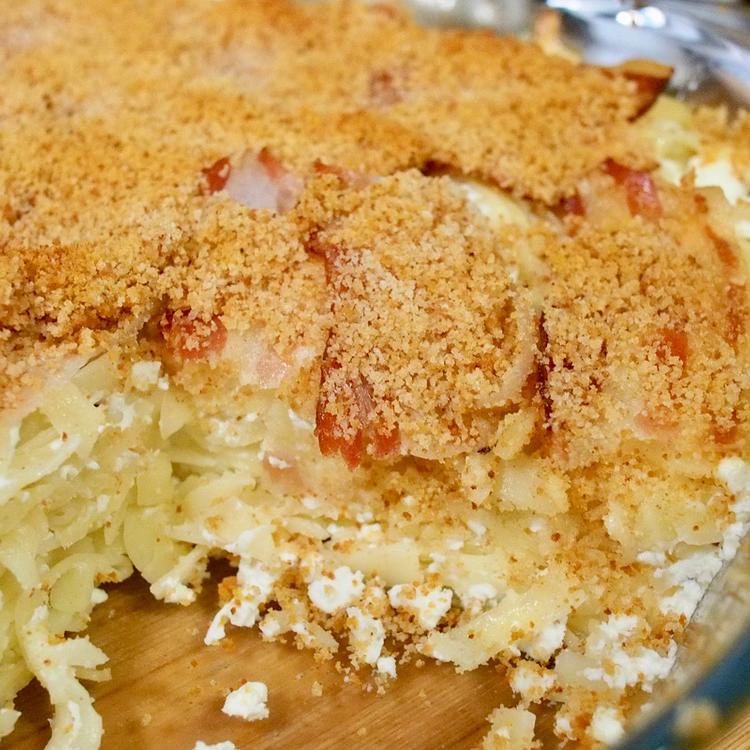 Túrós tészta prézlivel, sütőben sütve: ropogós bacon egészíti ki