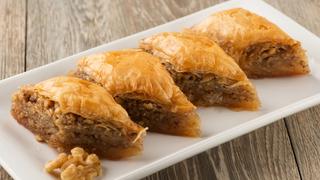 Mézes, diós, réteges ez a görög sütemény, vagyis a baklava