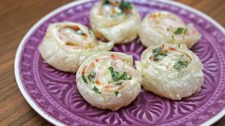 Villámgyors sajtkrémes, sonkás tekercs leveles tésztából – Ha nyakunkon a vendégsereg