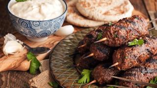 Egzotikus bárányköfte: a Közel-Kelet ízei és színei a tányéron