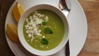 Ha kell egy kis szuperzöld: zöldborsó krémleves fetával és citrommal