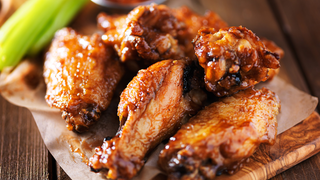 Ropogós BBQ csirkeszárnyak, ha csípőset és édeset ennél egyszerre