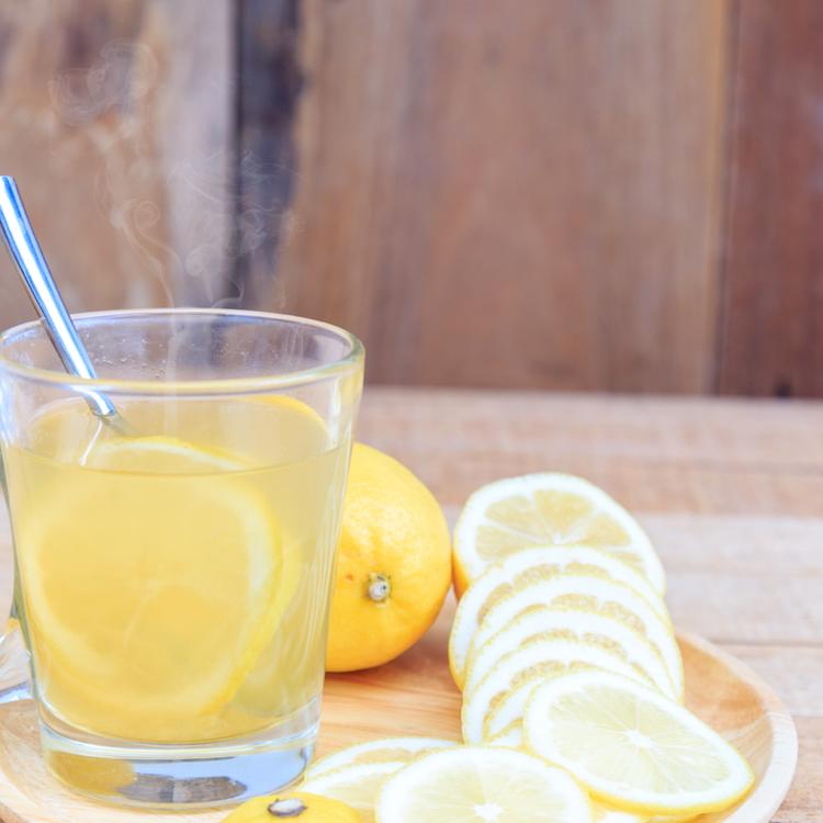 Karcsúság, egészség és ragyogó bőr: mire jó a citromos víz, és mire nem?