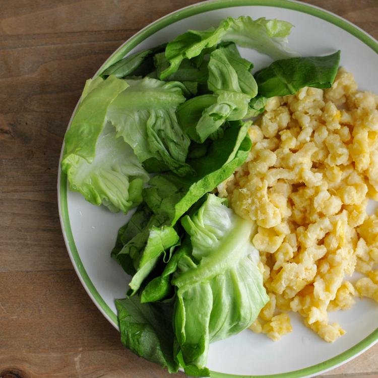 Tojásos nokedli ecetes fejes salátával - Emiatt vártuk a legjobban a tavaszt